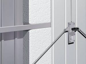 Ein Tor mit Wärmeisolierung kann man bestellen, wenn man die Wärmeisolierung der Garage verbessern möchte.